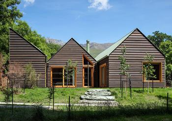 Современная версия полностью деревянного интерьера в Новой Зеландии