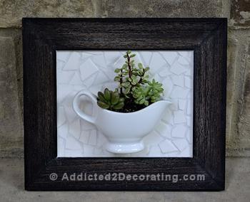 Украшение для стены из ненужной чашки