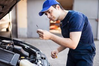 Как проверить уровень масла в двигателе грамотно