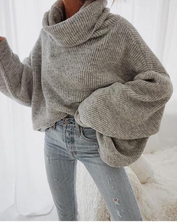Джинсы и свитер: 30 невероятно стильных образов 2020 года
