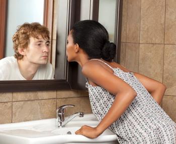 Почему нельзя смотреться в зеркало вдвоем?