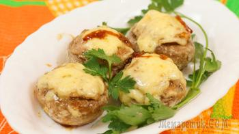 Запечённые фаршированные грибы курицей и чесноком
