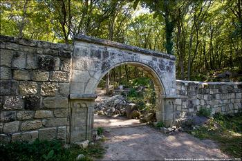 Древнее караимское кладбище в Иосафатовой долине