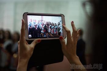 Российских школьников захотели лишить смартфонов