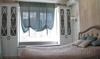 «Вместо стола организовала лежанку у окна»: рассказ про обустройство спальни