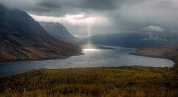 В сердце России: дикая красота озера Виви - географического центра страны