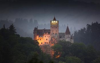 Как сегодня выглядит замок, в котором жил граф Дракула: Старинная крепость, которая стала местом жительства вампира