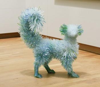Скульптуры животных из мерцающих стеклянных осколков