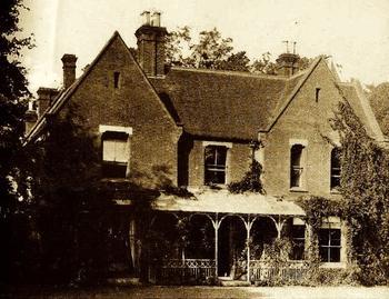 Призрак монахини обитает в доме священника в Великобритании