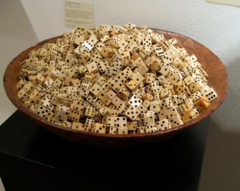 Произведения искусства, созданные из игральных костей