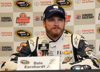 """Гонщик NASCAR рассказал, что в 2004 году """"добрый призрак"""" спас его при аварии"""