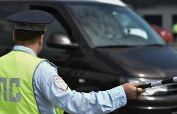 Приказ МВД №664: почему инспектор в праве проверять документы у любого водителя авто