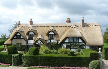 Почему в Англии так популярны соломенные крыши 100-летней давности: Пряничные домики по-британски