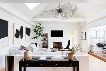 Мягкая строгость в дизайне дома в Калифорнии