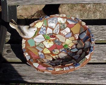 Необычный декор с битыми тарелками