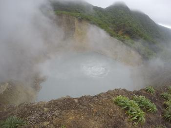 Самые необычные водоемы мира: 10 странных мест, которые вызывают удивление