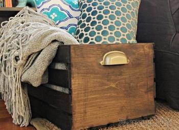 Деревянный ящик для хранения вещей