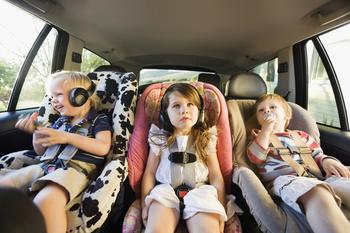 5 полезных способов развлечь ребенка в дороге и дома