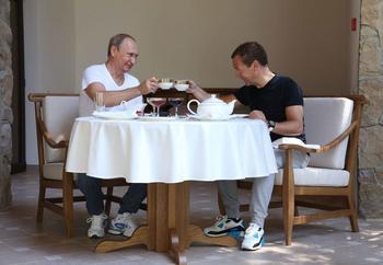 Вопрос Медведеву и Путину: «Где деньги, Зин?»