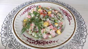 Салат из овощной мексиканской смеси с полукопченой колбасой