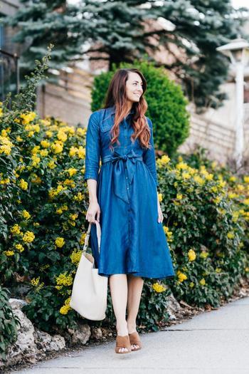 Стильные джинсовые платья этого лета
