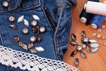 Боковые вставки в джинсы из кружева: подробный мастер-класс