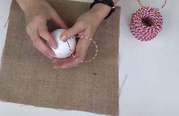Что можно сделать из мешковины и пенопластового шарика