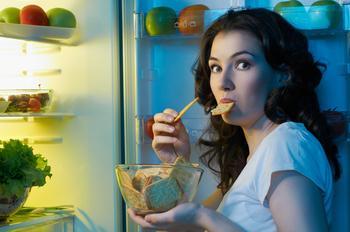 Как не есть после шести и не умереть от голода: 7 советов профессионального диетолога