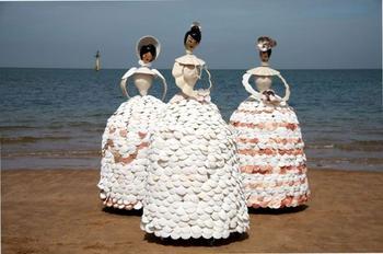Удивительные куклы из ракушек в человеческий рост