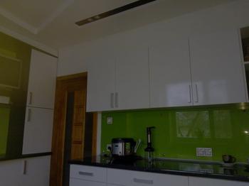 Кухня: зеленые скинали - для мамы