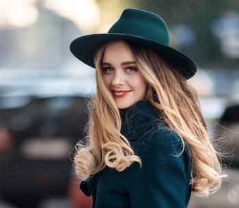 С чем и как модно носить фетровые шляпы?