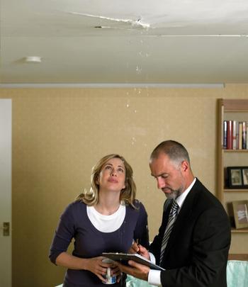 Что делать, если соседи «залили» квартиру и не хотят компенсировать ущерб?