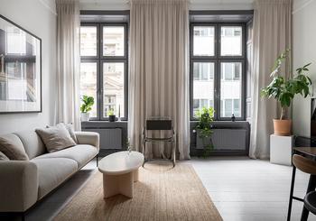 Маленькая двухкомнатная квартира с элегантными интерьерами и открытой гостиной