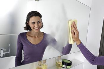 Как быстро и эффективно помыть зеркало без разводов: сборник лучших рецептов