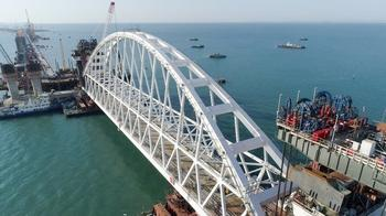 Крымский мост треснул