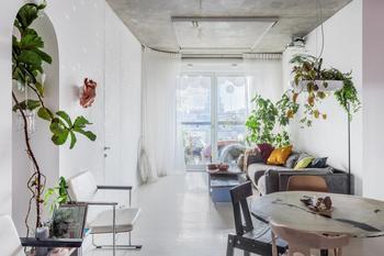 Двухкомнатная квартира с тропиками внутри и ванной в спальне