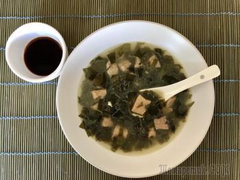 Суп c водорослями «Миёккук»
