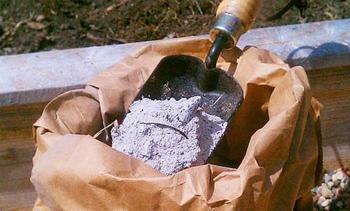 Как применять золу в качестве удобрения на огороде для подкормки растений
