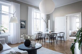Нежный интерьер со светлым текстилем в Швеции