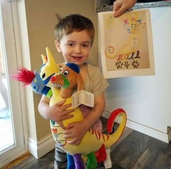 Компания превращает детские рисунки в уникальные плюшевые игрушки