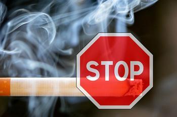 Некурящим россиянам предложили сократить рабочую неделю.