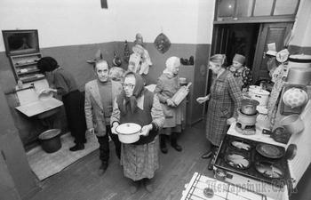 Как жили в советских коммуналках: душ по графику, именные сидения для унитаза и другие негласные законы
