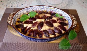 Карамельный сливовый пирог