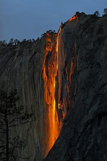 Огненный водопад «Лошадиный хвост», США