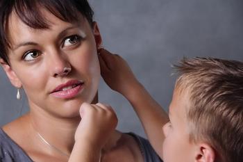 Как мама должна воспитывать сына и дочь?