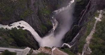В Норвегии построили 99-ступенчатый мост над самым знаменитым водопадом страны