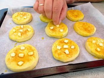 Погрузите в тесто замороженное сливочное масло и получите карамельные булочки