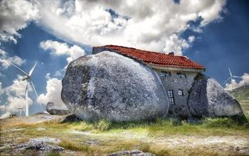 Удивительные дома, выдолбленные в камнях и скалах, со всего мира