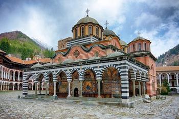 Амфитеатр, каменный лес и самый странный дом в мире: удивительная Болгария