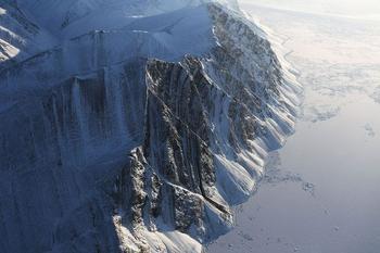 Над Гренландией и Канадой